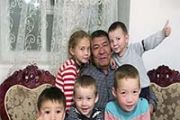 Многодетная многонациональная семья из села Ауелиагаш Алматинской области: все мы друг другу родные